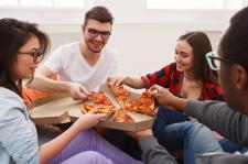 Spontaniczna impreza? Jak w prosty sposób poradzić sobie bez gotowania