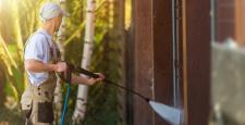 Mycie elewacji – co jest ważne przy czyszczeniu szklanej fasady?