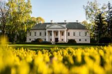Nowoczesne centrum hotelowo - konferencyjne w 200-letnim zabytkowym pałacu pod Warszawą