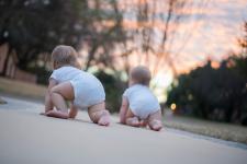 Jak nauczyć dziecko chodzić?