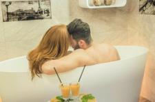 Romantyczna kąpiel idealna na poprawę nastroju i pobudzenie zmysłów