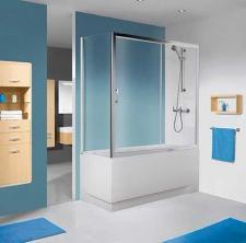 Niewielka łazienka z parawanem od SANPLAST SA