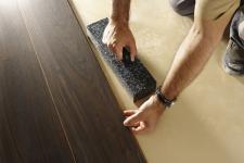 Ekspert podpowiada: jak właściwie zamontować panele laminowane?