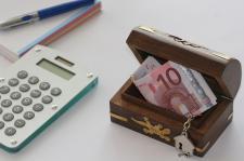 Oszczędzać czy zarabiać? Co zrobić, żeby mieć pieniądze
