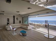 Panoramiczne okna Hi-Finity w futurystycznym budynku