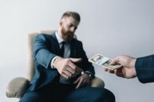 Polaków do zmiany pracy motywują pieniądze (WYNIKI BADAŃ)