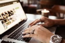 Kobieta w e-commerce