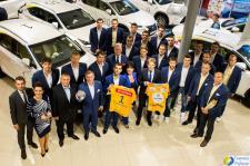 Zawodnicy klubu Vive Tauron Kielce za kółkiem Lexusów