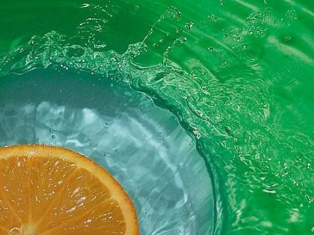 Pomarańcza i kolorowa woda