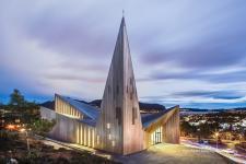 Kościół w Knarvik − Gwiazda Północy z szybami marki Pilkington
