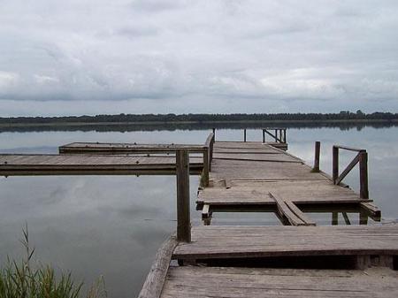 Molo na jeziorze