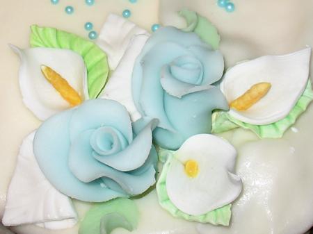 Różyczki - dekoracja tortu