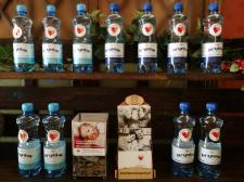 Woda w zamian za datek na rzecz hospicjum